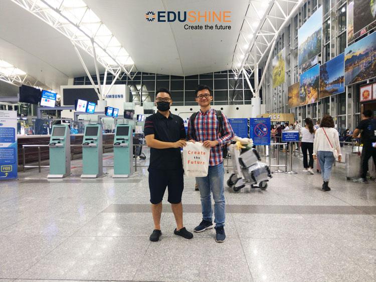 Scholarship mentor của Quân - Tư vấn viên Long Hoàng tiễn Quân tại Cảng hàng không quốc tế Nội Bài