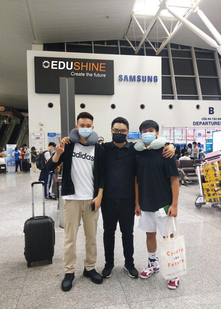Scholarship mentor của Minh - Tư vấn viên Long Hoàng tiễn Minh tại Cảng hàng không quốc tế Nội Bài