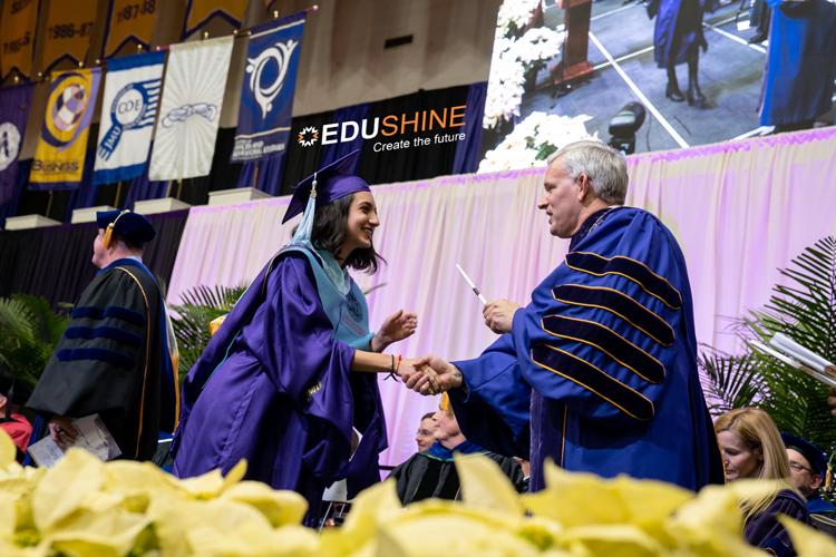 Lễ tốt nghiệp tại James Madison