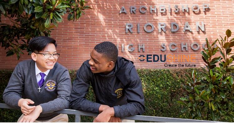 Học sinh tại Archbishop Riordan High School